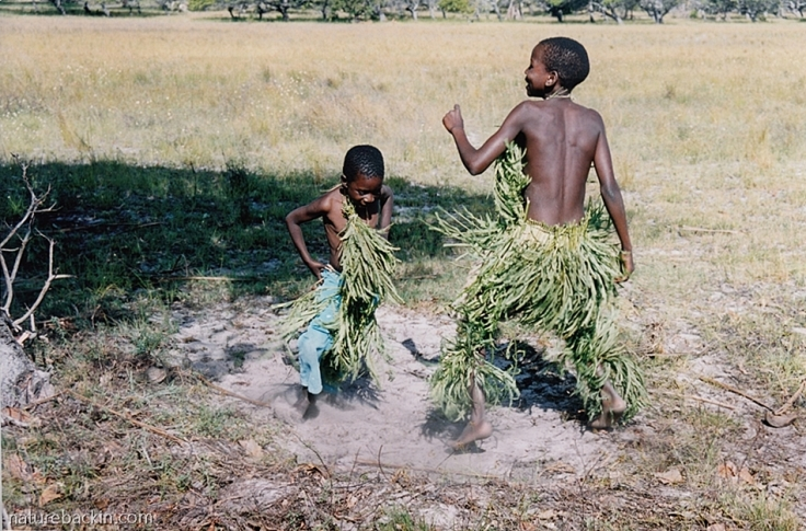 16 Mozambique-children-dancing