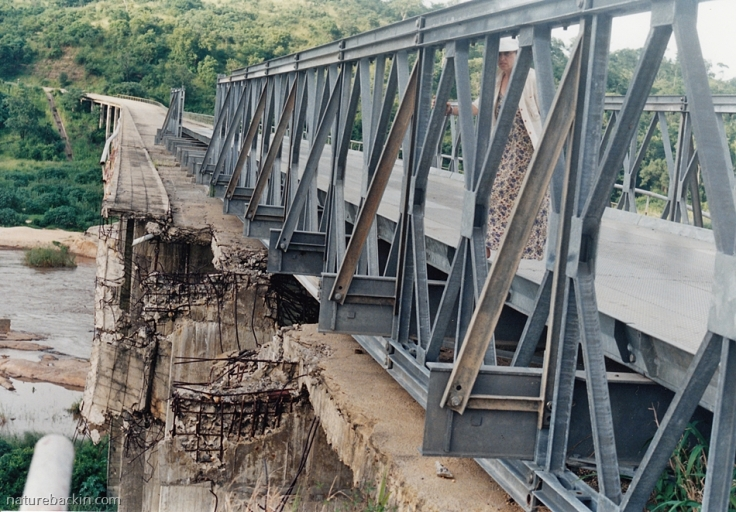 5 Mozambique-damaged-bridge-1996