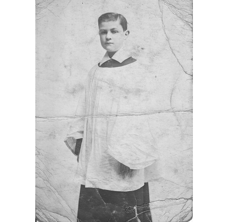 Photo of English choirboy taken in about 1911